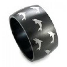 Кольцо медсталь черное с рисунком - дельфины